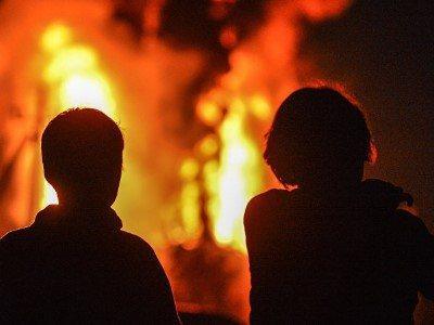 Правила поведения при пожаре для детей - действия при пожаре в лифте, квартире, школе